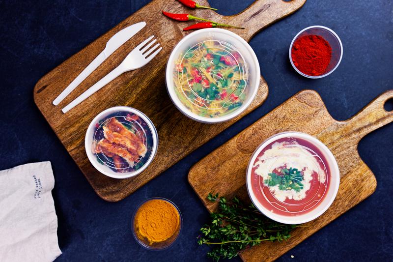 Vegware_concept_soupcontainers_VLID90T_VLID115T_soup_noodles_chicken_boards_landscape_800x.jpg
